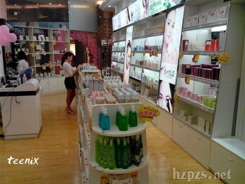 随着对传统品牌认知的转变,小资生活时尚化妆品加盟店率先在日化用品